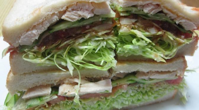 蒸し鶏のサンドイッチ