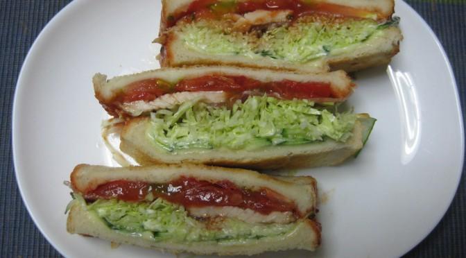 生ハムと鶏肉のサンドイッチ