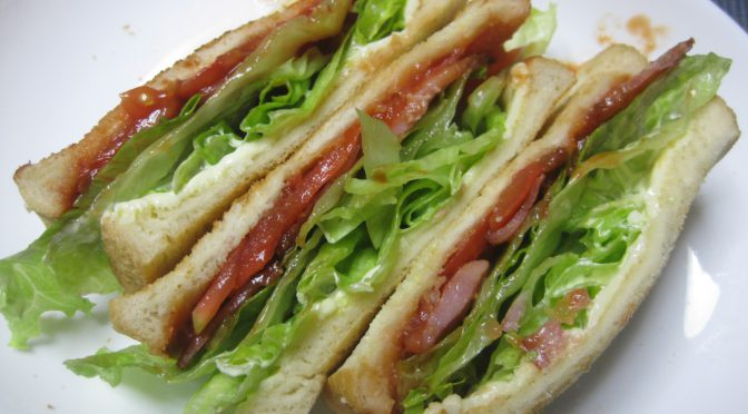 BLTチーズのサンドイッチ