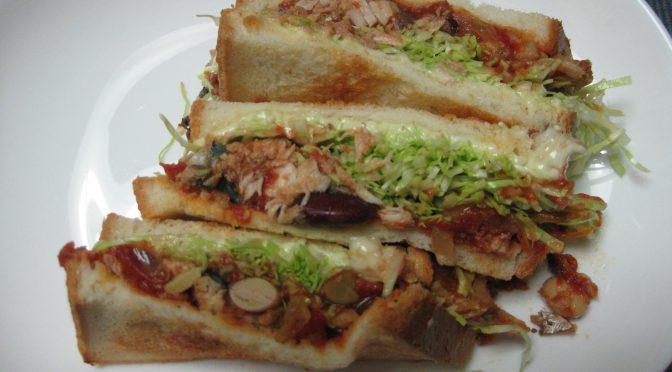 鯖・トマト・ビーンズのサンドイッチ